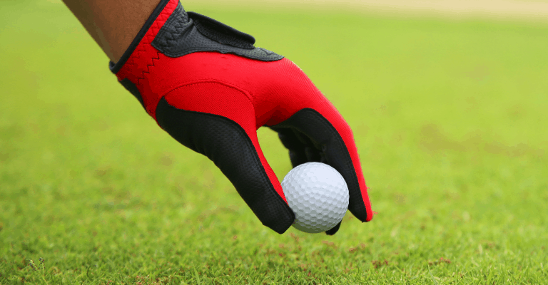 How to wear your golf gloves